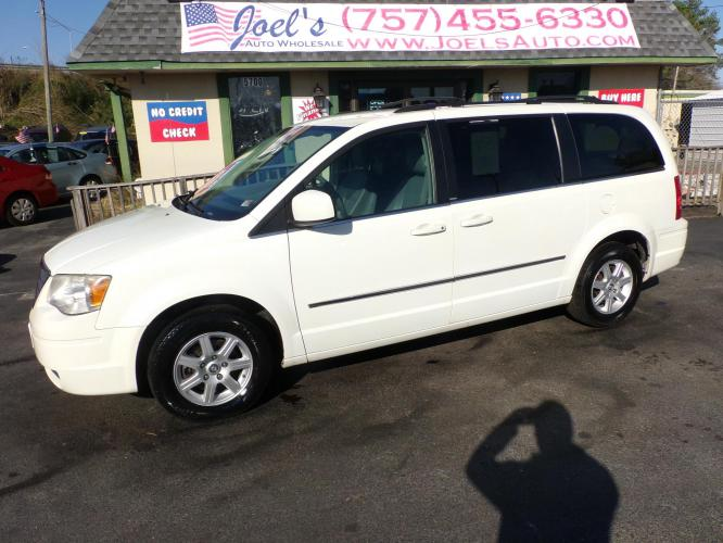 2010 White Chrysler Town & Country Touring (2A4RR5D19AR) with an 3.8L V6 OHV 12V engine, 6-Speed Automatic transmission, located at 5700 Curlew Drive, Norfolk, VA, 23502, (757) 455-6330, 36.841885, -76.209412 - Photo #0
