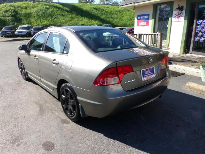 2007 Gray Honda Civic LX Sedan (1HGFA155X7L) with an 1.8L L4 SOHC 16V engine, 5-Speed Manual Overdrive transmission, located at 5700 Curlew Drive, Norfolk, VA, 23502, (757) 455-6330, 36.841885, -76.209412 - Photo #9